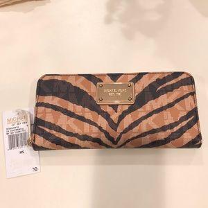 NWT Michael Kors Jet Set signature tiger wallet